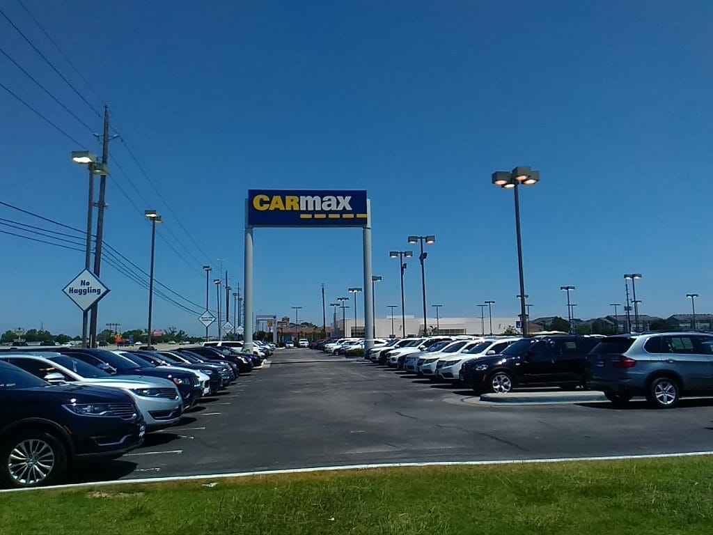 Carmax Pole Sign